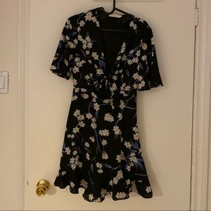 Floral print dress with cutout